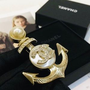 Gold Tone & Pearl Anchor Brooch